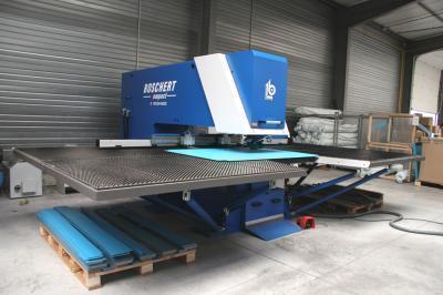 Piscine Fabricant machine poinconnage